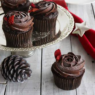 Chocolate and Raspberry Christmas Cupcakes