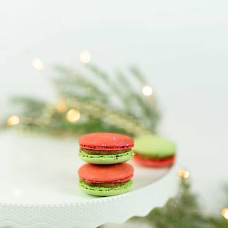 Christmas Pudding Macarons - 8 Pack