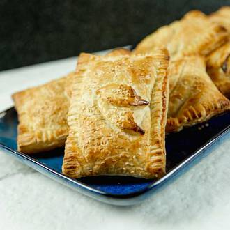 Puff Pastry Parcels with Ham, Brie and Cranberry